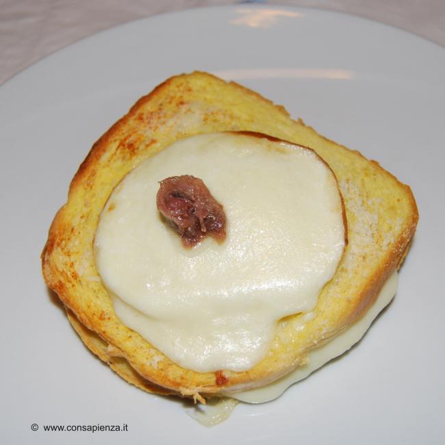 crostoni di pane mozzarella e acciughe
